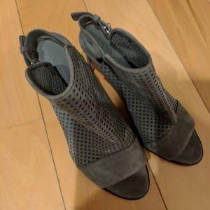 Vince size 8 heels